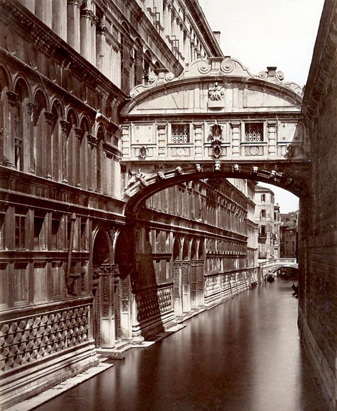 Amazing architecture - Ponte dei Sospiri bridge details